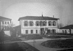 Selia e qeverisë shqiptare (1921-1924) dhe e Këshillit të Naltë. Më vonë shërbeu edhe si seli e Presidencës. 1926. Foto Kel Marubi.