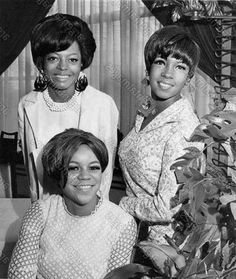 The Supremes L-R Florence Ballard, Diana Ross and Mary Wilson in December 1965 James Brown Wife, Diana Ross Supremes, The Jackson Five, Mary Wilson, Vintage Black Glamour, Thing 1, Girl Bands, African American Women, Popular Music