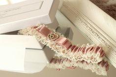 hochzeit strumpfband strumpfbänder braut hochzeitsstrumpfband spitze zubehör rosa altrosa elfenbein gold auf maß großes aus spitze für braut dawanda