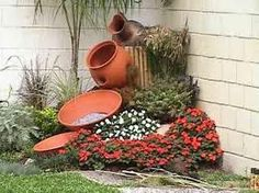Clay pots, decorative stone and flowers – 28 ideas for the most unlikely garden design - Decoration Fireplace Garden art ideas Home accessories Garden Yard Ideas, Garden Projects, Garden Pots, Lily Garden, Garden Junk, Garden Edging, Glass Garden, Shade Garden, Front Yard Landscaping