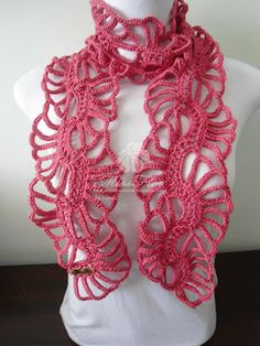 Free pattern for the tropical flower inspired scarf on Etsy.