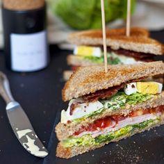 Lust auf ein leckeres Sandwich!? Das Rezept zu diesen New York Clubsandwich gibt es heute auf dem Blog - und das Ganze in neuem Design!  Schaut doch mal vorbei! #clubsandwich #newyorkclubsandwich #lecker #instafood #blogdesign #