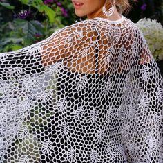Crochet Shawls: Cape - Women's Lace Crochet Cape for Evening http://crochet-shawls.blogspot.be/2012/06/cape-womens-lace-crochet-cape-for.html