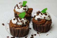 Čokoládové proteínové muffinky Chocolate Muffins, Protein, Cupcake, Desserts, Food, Basket, Chocolate Chip Muffins, Meal, Deserts