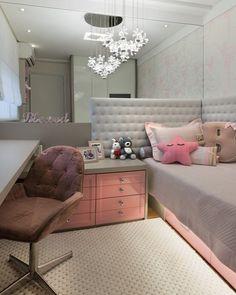 27 Small Bedroom Ideas Design Minimalist and Simple - Pandriva Diy Bedroom Decor For Teens, Small Room Bedroom, Narrow Bedroom Ideas, Trendy Bedroom, Girl Bedroom Designs, Dream Rooms, New Room, Interior Design Living Room, Decoration