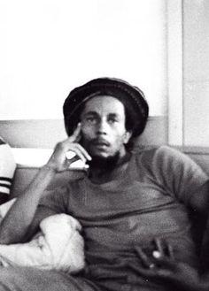 **Bob Marley** Norman Manley Airport, Kingston, Jamaica, 1980. ►►More fantastic pictures, music and videos of *Robert Nesta Marley* on: https://de.pinterest.com/ReggaeHeart/ ©Lindsay Oliver Donald