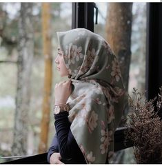 Hijabi Girl, Girl Hijab, Hijab Outfit, Beautiful Muslim Women, Beautiful Hijab, Niqab, Dps For Girls, Arabian Beauty, Stylish Dpz