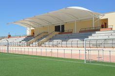 Instalada la cubierta en la grada del campo de fútbol Vicente Temprado de Humanes
