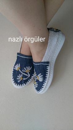 They used old jeans and flip flops and crochet and some embroidery, (just pick no pattern that I could find),SemplicementeJust picture - inspirationWe are all about the slippers today. Aren't these slippers lovely? Crochet Shoes Pattern, Shoe Pattern, Crochet Sandals, Crochet Slippers, Crochet Woman, Knit Crochet, Espadrille Shoes, Espadrilles, Craft From Waste Material