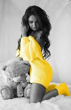 Would love to be where teddy bear is Splash Photography, Color Photography, Black And White Colour, Black N Yellow, Color Mixing, Color Pop, Photos Fitness, Color Splash Photo, Girls In Mini Skirts