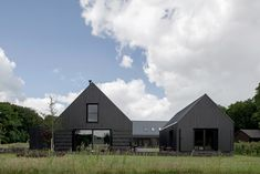 VANDERSALM-aim, Egbert de Boer · Farmyard transformation on 't Rozendael–'t Nijenhuis estate; two detached new homes and a studio/shed Metal Building Homes, Building A House, House Front, My House, Dog Trot House, Modern Barn House, Modern Cabins, Tin Shed, Contemporary Cabin