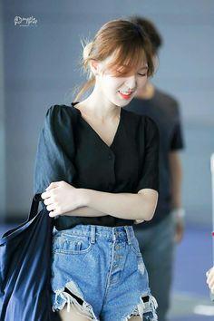 Wendy Seulgi, Park Sooyoung, Korean Girl, Asian Girl, Red Velvet Photoshoot, Red Velet, Wendy Red Velvet, Velvet Fashion, Red Queen
