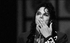 Oggi Michael Jackson avrebbe compiuto 56 anni e ci manca sempre. Oltre a riascoltare in cuffia le sue indimenticabili hit, oggi abbiamo voglia di vederlo in azione. Almeno in GIF.