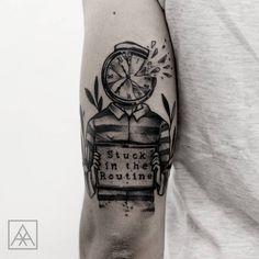 Tatuagem criada por Max Vorax de Curitiba. Stuck in the routine. #tattoo #tatuagem #tattoo2me #art #arte #blackwork