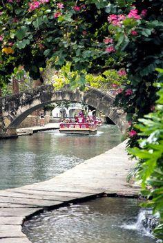 River Walk Boat Ride, Photo Credit: Steve Moore