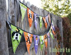 Ladybird Ln: Spooky Halloween Bunting! This bunting is ridiculously easy to make, and super cute.. if I do say so myself:)