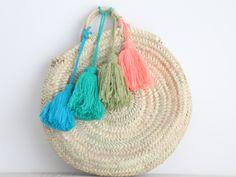 moroccan basket with tassels. bolso / capazo redondo de palma. dar amïna shop