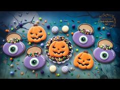 Hey sweeties, are you ready for Halloween? 🎃🧛‍♀️👻💀 So I figured to start off our Halloween series in the month of October we could start with simple & eas. Cookie Cake Decorations, Royal Icing Decorations, Cookie Decorating, Mini Cookies, Pumpkin Cookies, Youtube Halloween, Edible Paint, Halloween Series, Halloween Cookies