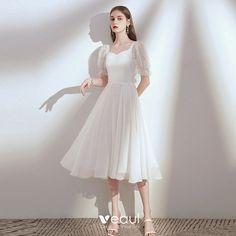 fina vita klänningar