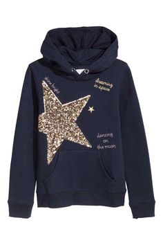 Top in sweatshirt fabric with a print motif, wrapover hood, kangaroo pocket and ribbing at the cuffs and hem. Kids Outfits, Cool Outfits, Fitness Wear Women, Running Wear, Kids Wear, Pull, Hooded Sweatshirts, Jeans, Hoods