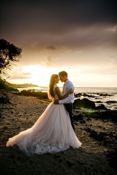 Hawaii beach wedding  | image by Karina & Maks Photography