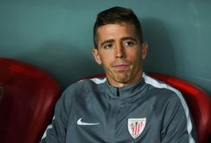 Iker Muniain during a UEFA Europa League match between Athletic Bilbao and SK Rapid Wien on September Iker Muniain, Europa League, Height And Weight, Bilbao, Biceps, September, Polo Shirt, Celebs, Athletic