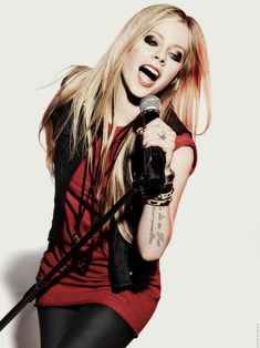 Avril Lavigne is fab Avril Lavigne Style, Avril Lavigne Photos, Pop Punk, Ramones, Punk Rock Princess, Princess Disney, Women Of Rock, Taylor Momsen, Taylor Lautner