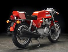 The MV Agusta America is a motorcycle that was built to fulfill a request from Chris Garville and Jim Cotherman of Commerce Overseas Corporation - Mv Agusta, Old Bikes, Classic Bikes, Motorcycle Bike, Vintage Bikes, Custom Bikes, Motogp, Bobber, Cars And Motorcycles