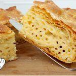 ΜΑΚΑΡΟΝΟΠΙΤΑ ΑΦΡΑΤΗ ΜΕ ΧΕΙΡΟΠΟΙΗΤΟ ΦΥΛΛΟ ΚΑΙ ΤΡΙΑ ΤΥΡΙΑ!!! Cookie Dough Pie, Sundae Bar, Greek Recipes, Pie Dish, Food Styling, Bakery, Cooking Recipes, Bread, Snacks