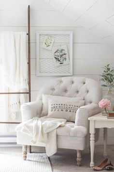 Farmhouse Spring Decor 94 Farmhouse Spring Decor 12 Lovely Ways to Wel E Spring In Farmhouse Style Making It In the 6 Rustic Farmhouse, Farmhouse Style, French Farmhouse, Farmhouse Paint Colors, Corner Space, Estilo Shabby Chic, Frames On Wall, Home Staging, Cheap Home Decor
