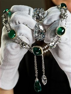 The Queen's jewelry made from the Culinan Diamond