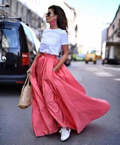 coral maxi skirt-Ladies summer stylish outfits – Just Trendy Girls Street Style Photography, Skirt Fashion, Fashion Outfits, Fashion Fashion, Fashion Styles, Fashion Clothes, Spring Fashion, Big Skirts, Long Maxi Skirts