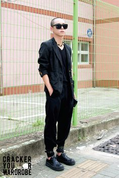 All black - Seoul street style. Why can't I find someone like him? I would actually wear this though.