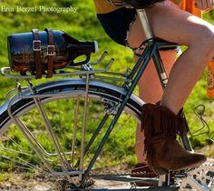 leather-beer-growler-bike-straps.jpeg (560×500)