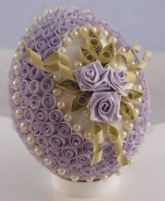 Quilled Easter Egg by Jealith / http://www.quilledcreations.com/quillinggallery/showphoto.php?photo=3657