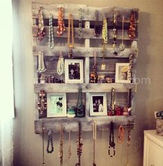 Pallet Jewelry Holder & Shelf #upcycle #pallet