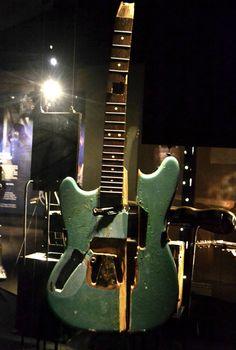 first guitar Kurt Cobain ever smashed