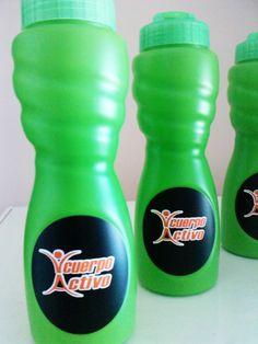 etiquetado de coolers en vinil auto adhesivo en 3  tonos vinil base negra, vinil  base blanca y letras color naranja en vinil