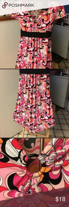 """Cute 🌸Dress by Route 66 This dress has a nice flower🌸 print. Has stretch! Ties in the back! Cute cap sleeves. Goes into a point in the middle. By Route 66. SZ is xl-13.5 in girls plus.  I was a med ladies 5'4"""" and it fit great!❤From shoulder seam to side hem 35"""". From shoulder to point 38""""❤one tiny flaw, just noticed. See last pic. Never will be noticed. I wore it a few times and never did❤ Route 66 Dresses Asymmetrical"""