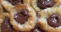 Εδώ δεν αντιστέκεται κανείς !!!! Υλικά: 1 πακέτο φύλλο κρούστας 1 κούπα λιωμένο βούτυρο Σιρόπι: 3 κούπες ζάχαρη 2 κούπες νερό Λίγο λεμόνι... Greek Recipes, Food And Drink, Pie, Sweets, Desserts, Cakes, Torte, Tailgate Desserts, Cake