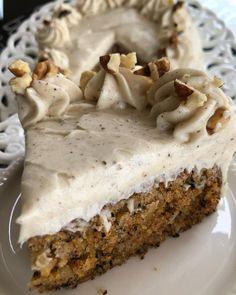 "instasuntages στο Instagram: ""🥕Κέικ Καρότου με υπέροχη κρέμα - Carrot Cake. Μικρή δόση 4 μεγάλα ή 6 μικρά κομμάτια🥕 Υλικά 1/2 κούπα αλεύρι γ.ο.χ (68g) 1/2 κ.γ…"" Pie, Desserts, Food, Instagram, Cakes, Videos, Photos, Torte, Tailgate Desserts"