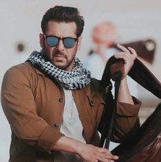 Cute Indian Boys, Salman Katrina, Salman Khan Wallpapers, Medium Length Hair Men, Salman Khan Photo, Friendship Images, Girl Cartoon Characters, National Film Awards, Indian Star