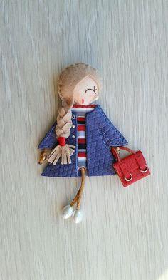 Diy Crafts Love, Baby Crafts, Felt Crafts, Felt Dolls, Paper Dolls, Floral Embroidery Patterns, Craft Stalls, Felt Fairy, Clothespin Dolls