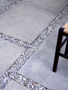 Front porch to gravel driveway. 2 next to one another but gravel all-around - Cheap Patio Pavers Design Ideas, Pictures, Remodel, and Decor - page 4 Cheap Patio Pavers, Backyard Patio, Backyard Landscaping, Diy Patio, Outdoor Walkway, Rock Walkway, Concrete Paver Patio, Gravel Pathway, Concrete Stone