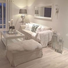 The cozy and relaxing living room of ? The cozy and relaxing living room of ? Shabby Chic Living Room Furniture, Shabby Chic Decor Living Room, Home Living Room, Interior Design Living Room, Living Room Designs, Interior Livingroom, Shabby Chic Lounge, White Room Decor, Silver Living Room
