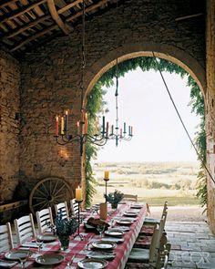 Traditional Tuscan dining