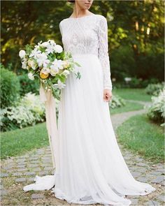 Fabulous 100+ Vintage Wedding Dresses Inspiration For Elegant Bride https://bridalore.com/2017/08/31/100-vintage-wedding-dresses-inspiration-for-elegant-bride/