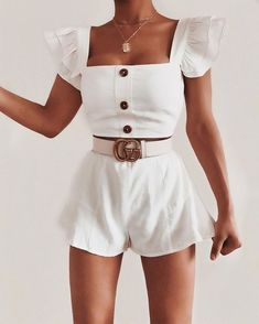 All white outfit - Women Shorts Teen Fashion Outfits, Mode Outfits, Girly Outfits, Cute Casual Outfits, Skirt Outfits, Look Fashion, Stylish Outfits, Fashion Skirts, White Short Outfits
