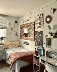 Dorm Room Walls, Cute Dorm Rooms, Room Ideas Bedroom, Small Room Bedroom, Room Wall Decor, Small Rooms, Cute Wall Decor, Pastel Room Decor, Study Room Decor
