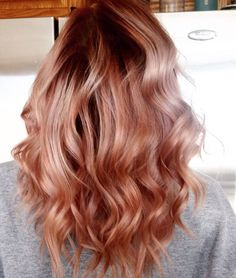 Strawberry blonde feels like such a cute hair color to have, right? Strawberry blonde is a trendy hair color. Basically, strawberry blonde is A shade of ha Wedding Hair Colors, Gold Hair Colors, Hair Color Pink, Cool Hair Color, Pink Hair, Blond Rose, Rose Blonde Hair, Strawberry Blonde Hair Color, Rose Gold Hair